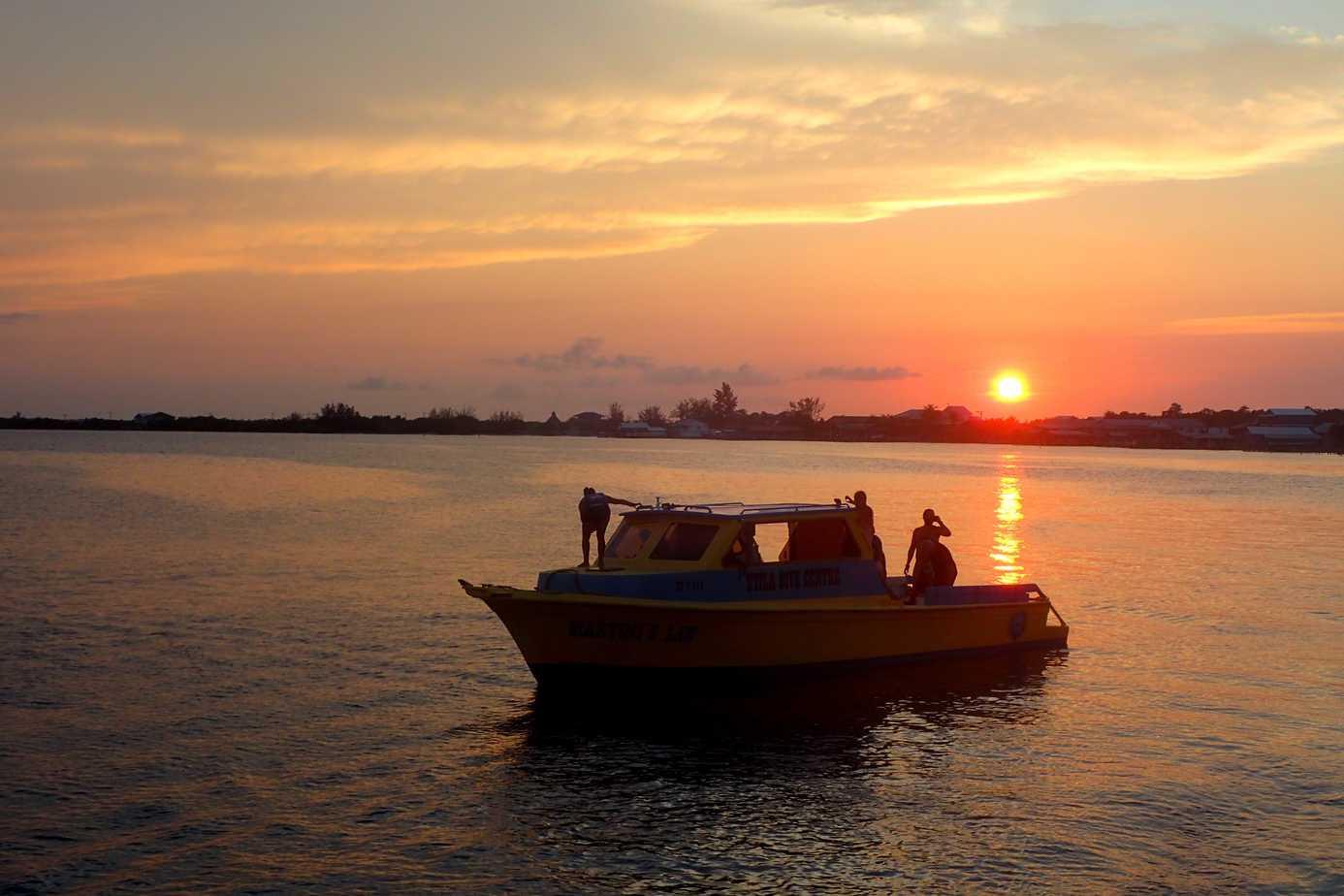 Utila Dive Centre sunset