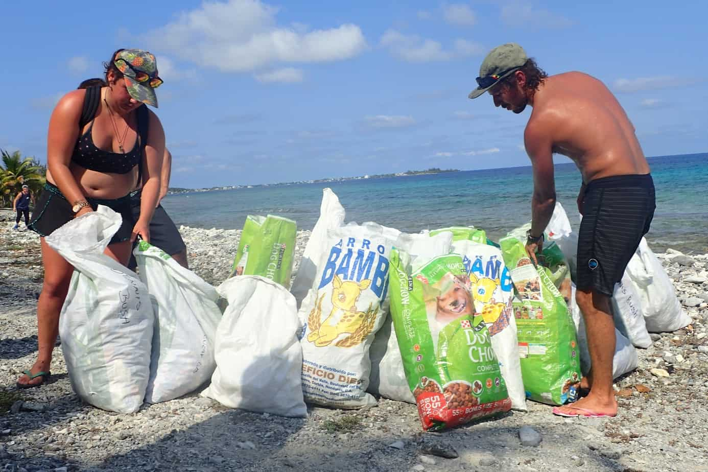 Utila Dive Centre beach clean up